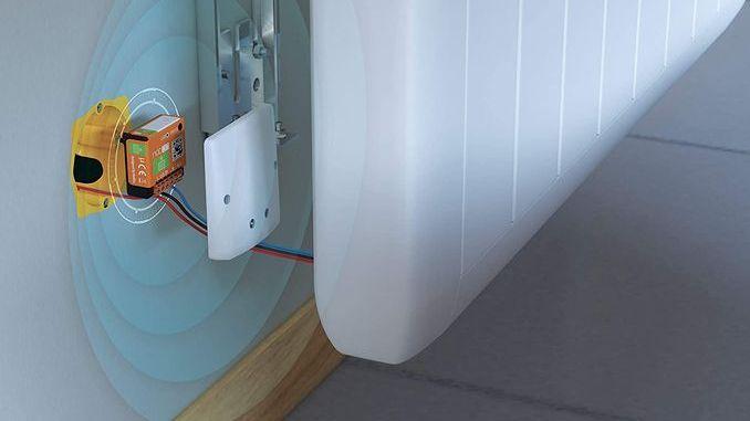 Magazine eDomus, Smart home, Domotique, Objet connecté, IoT. Le micro-module SIN-2-FP de Nodon se loge dans le boîtier d'encastrement de la prise électrique alimentant le radiateur.
